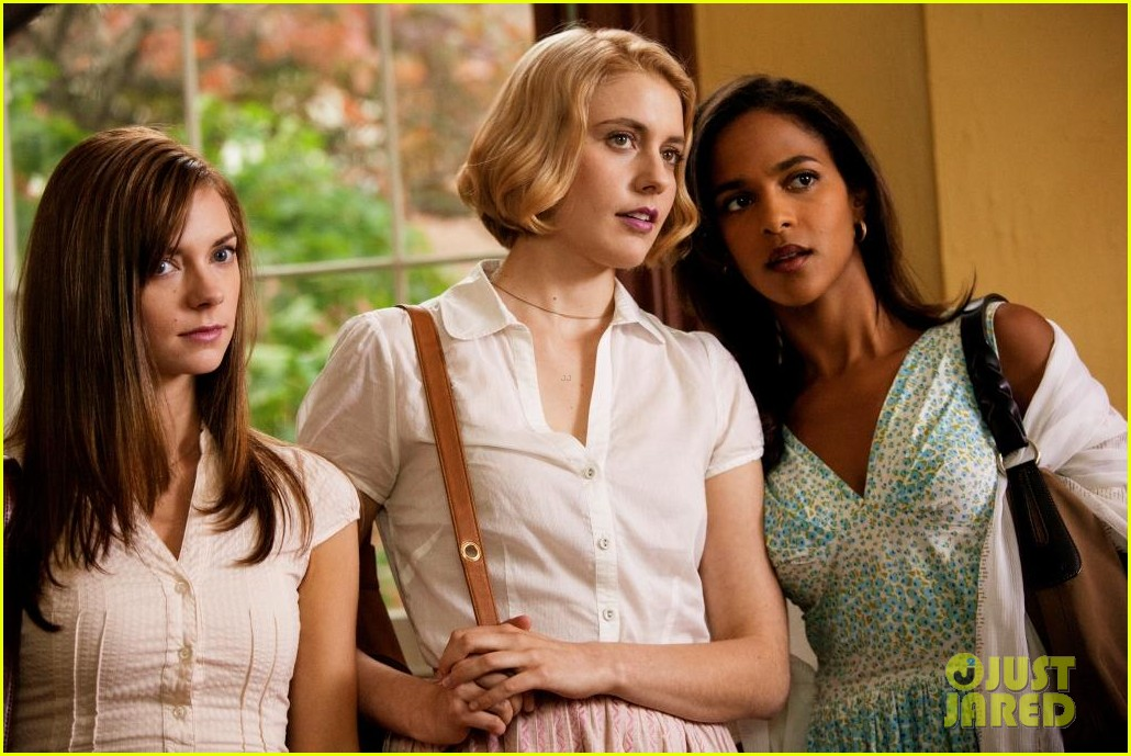 greta gerwig analeigh tipton town country 04