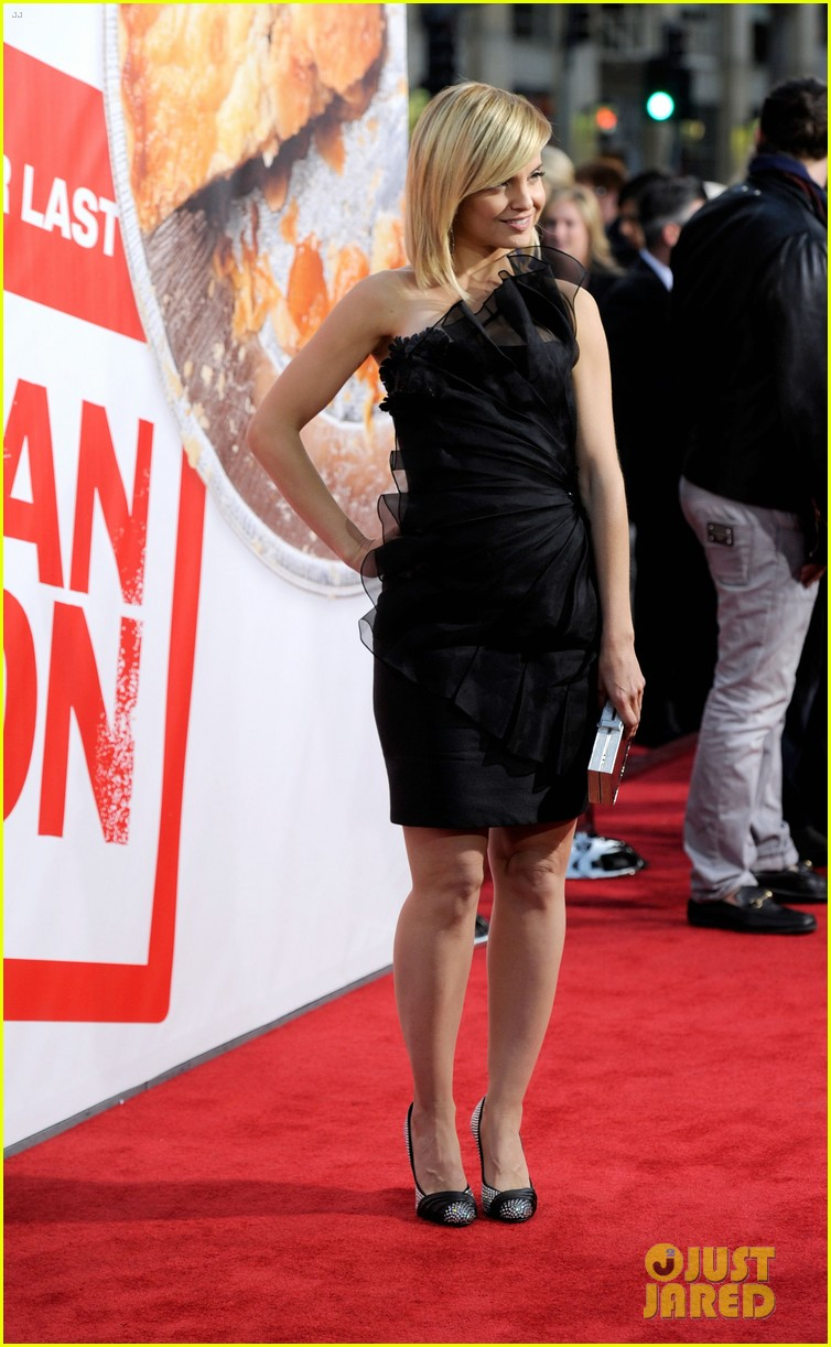 alyson hannigan american reunion cast at hollywood premiere 06