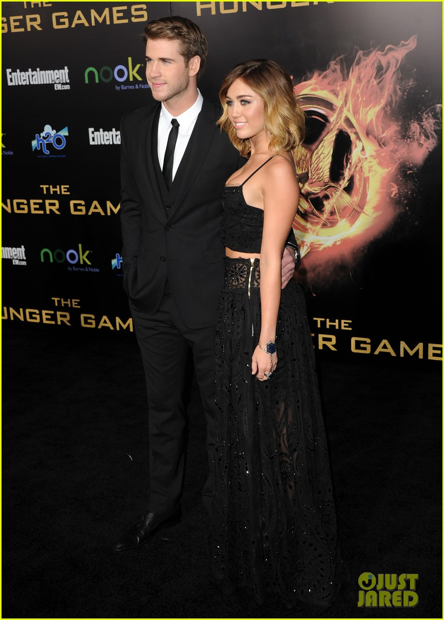 miley cyrus liam hemsworth josh hutcherson hunger games premiere 12