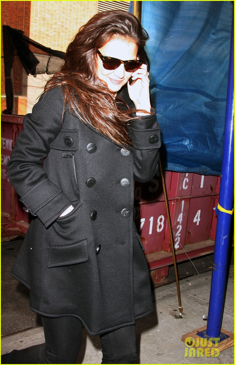 katie holmes windy nyc monday 012642606