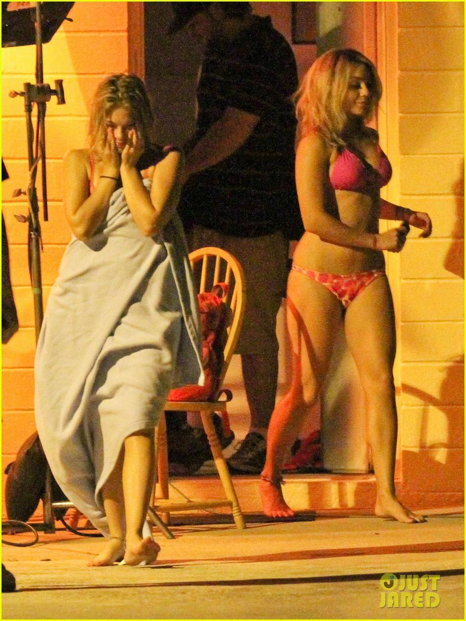vanessa hudgens pink bikini 01