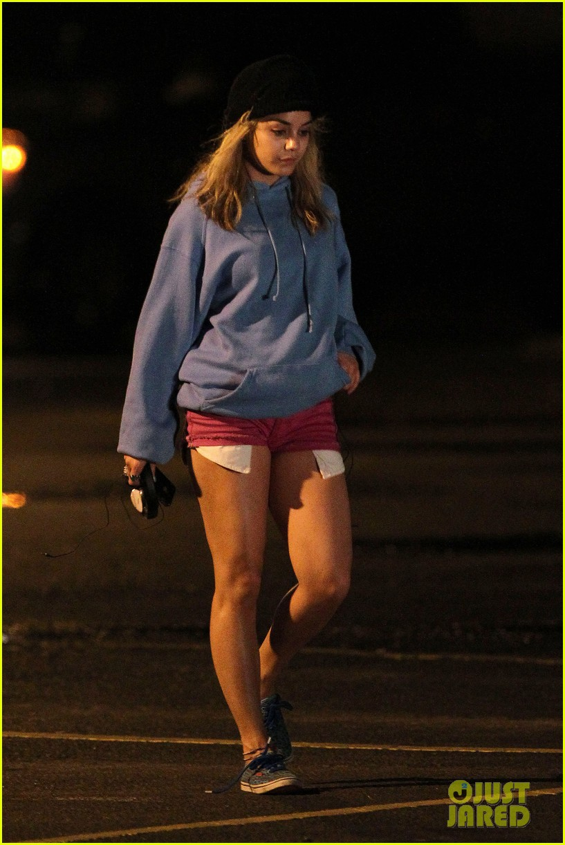 Full Sized Photo Of Vanessa Hudgens Spring Breakers Robbery Scene 21 Photo 2639431 Just Jared