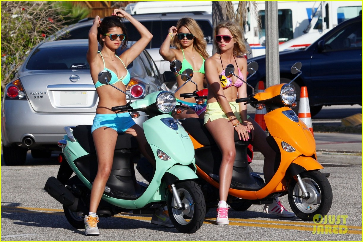 vanessa hudgens bikini scooter spring breakers 042638672