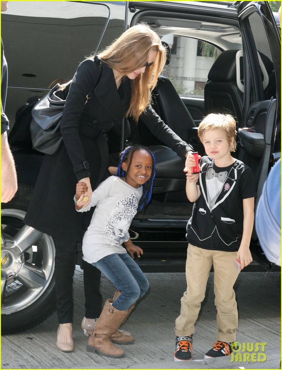 angelina jolie zahara shiloh lax 06
