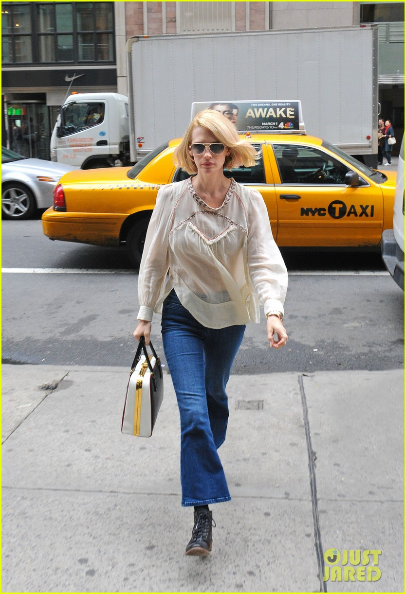 january jones it was challenging filming mad men pregnant 012641217