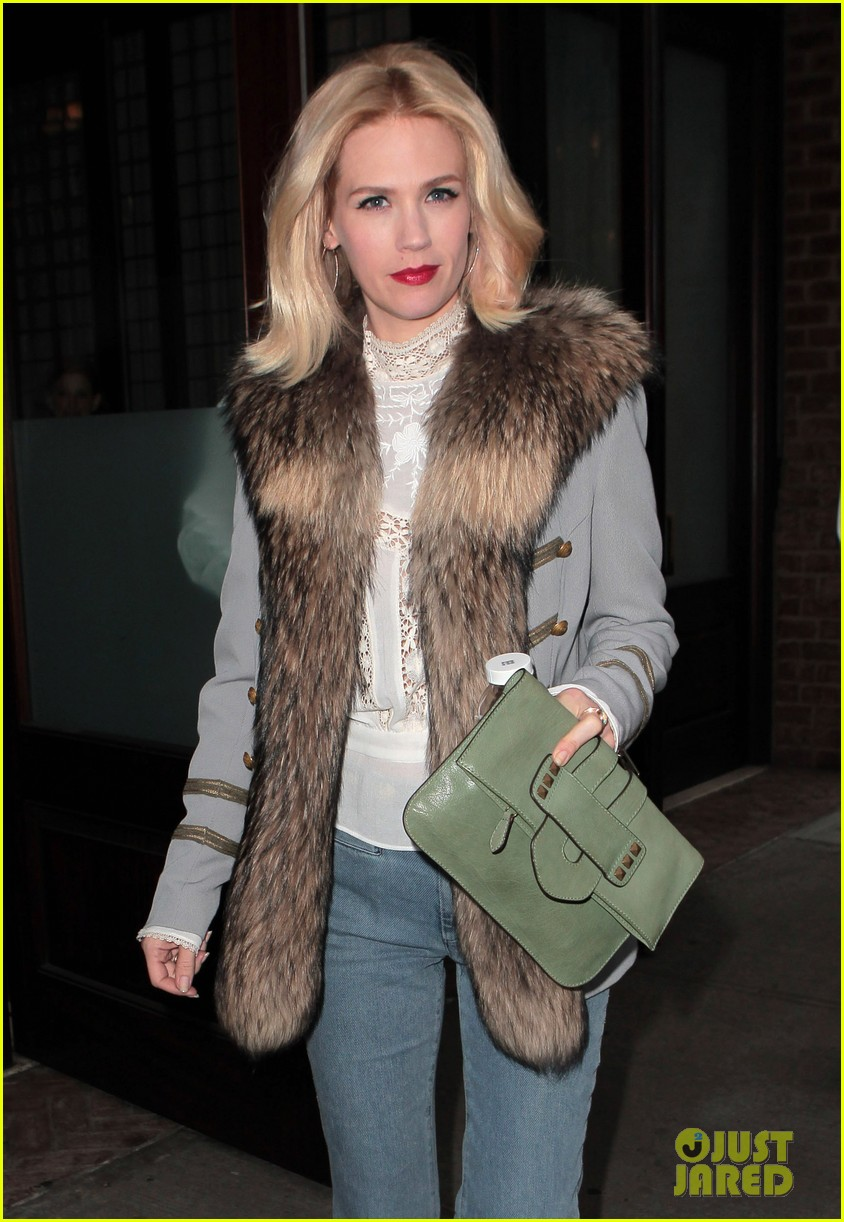 january jones it was challenging filming mad men pregnant 022641218