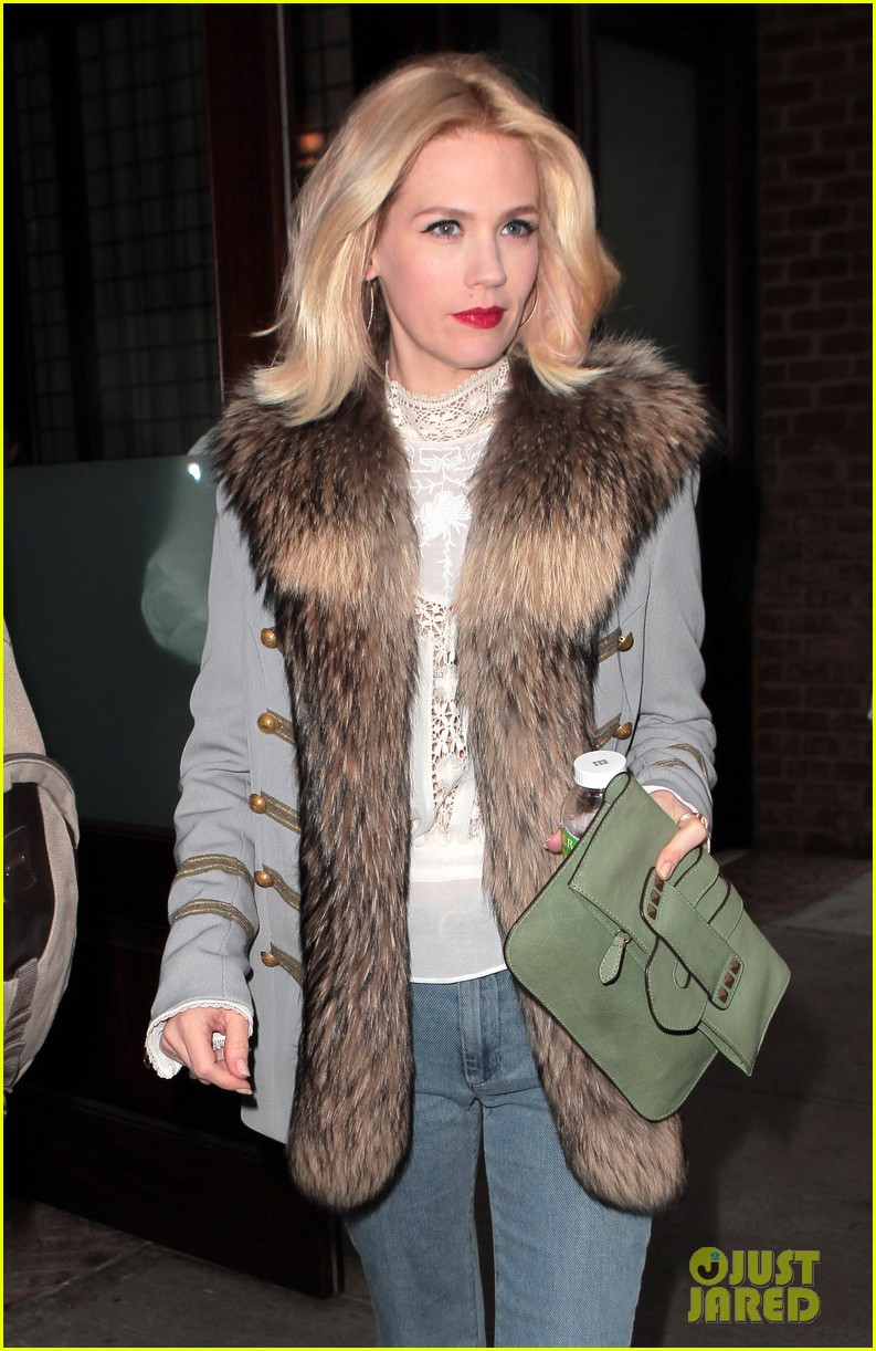 january jones it was challenging filming mad men pregnant 082641224