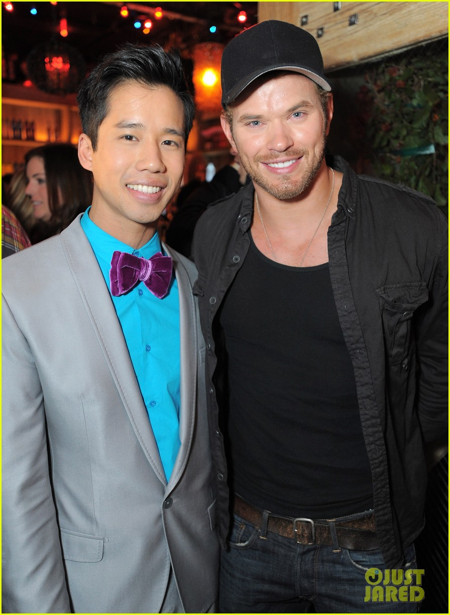 kellan lutz glee guys justjared thirtieth bday 01