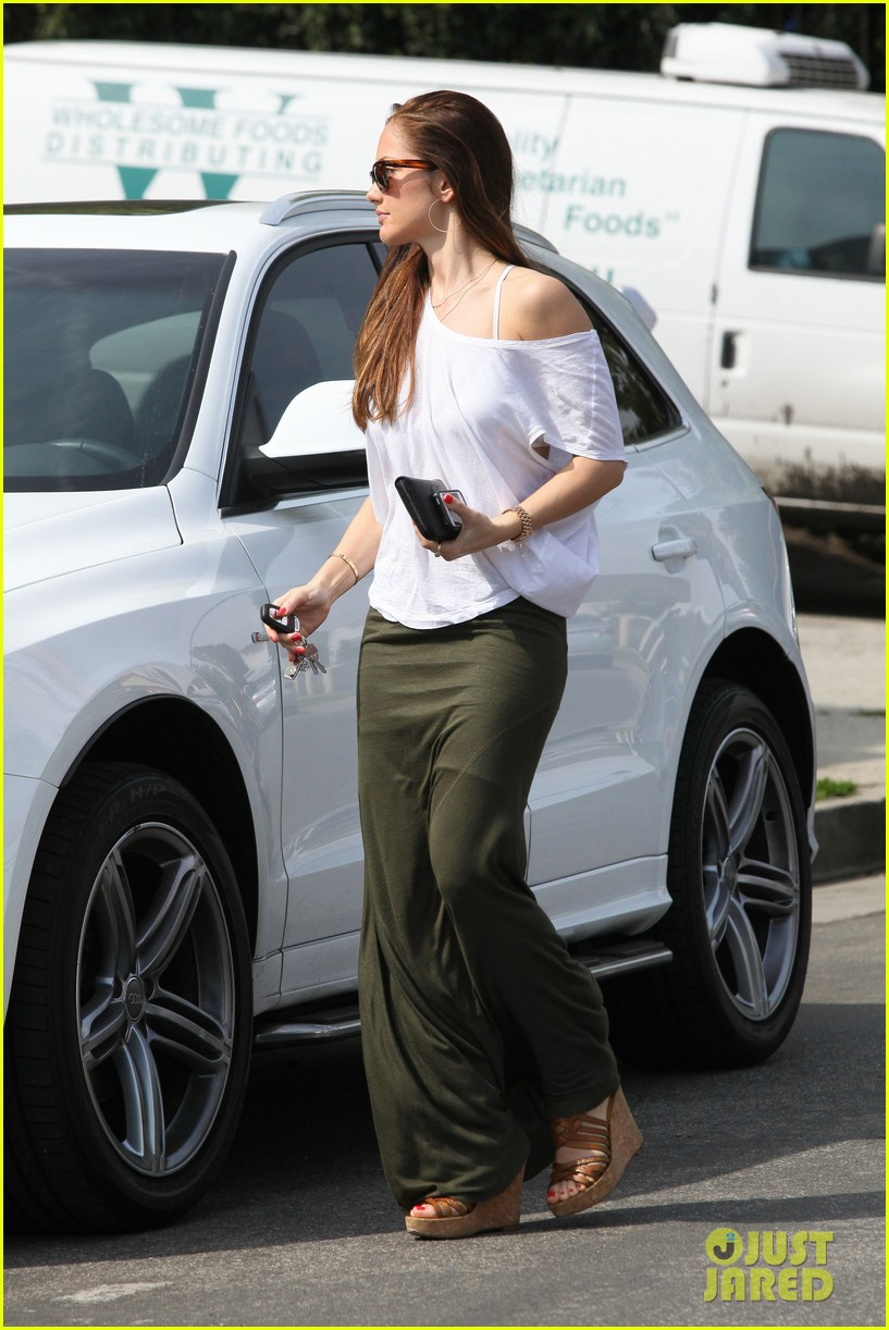 minka kelly grabs coffee 022641723