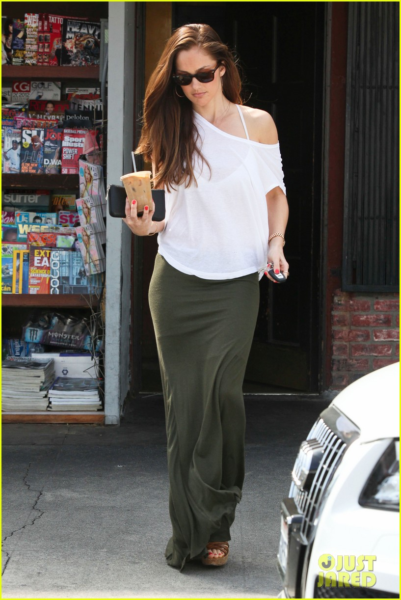 minka kelly grabs coffee 14