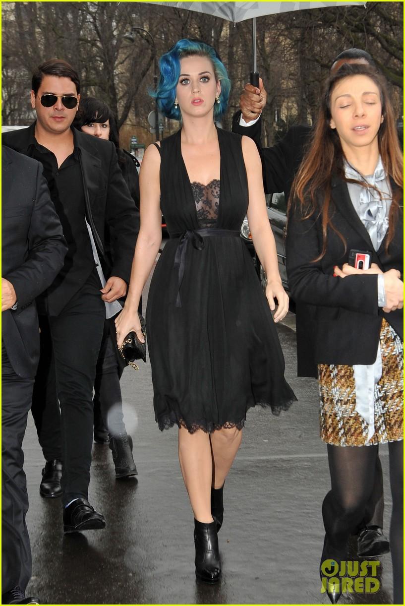 miranda kerr katy perry chanel paris fashion week 042636514