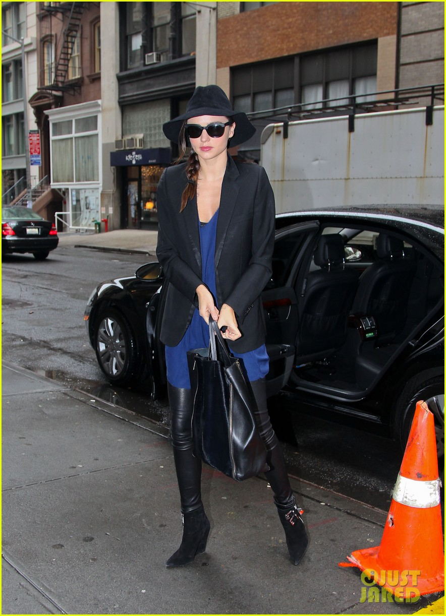 miranda kerr blue dress floppy hat nyc 01