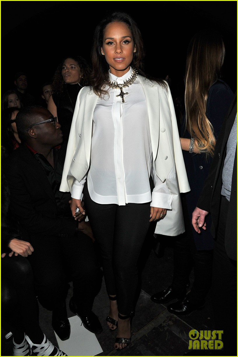 alicia keys kanye west givenchy paris show 012635981