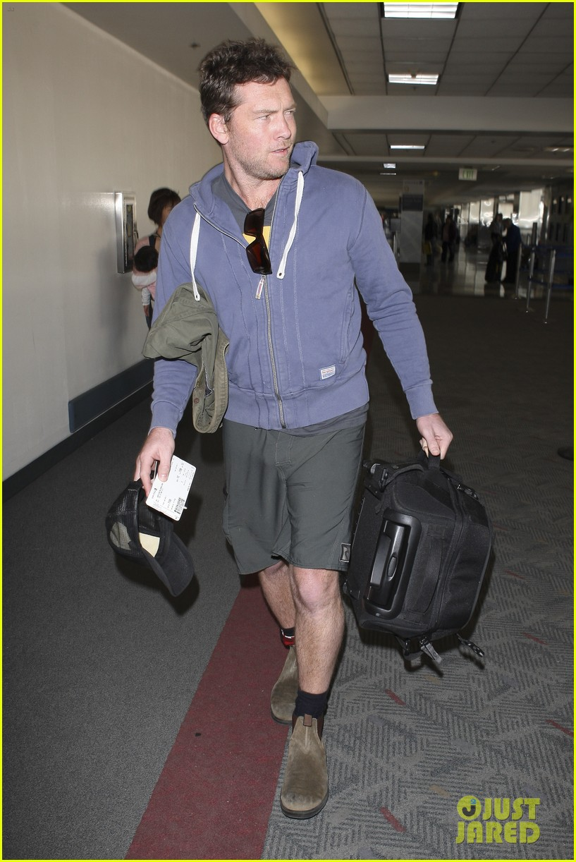 sam worthington lax flight 10