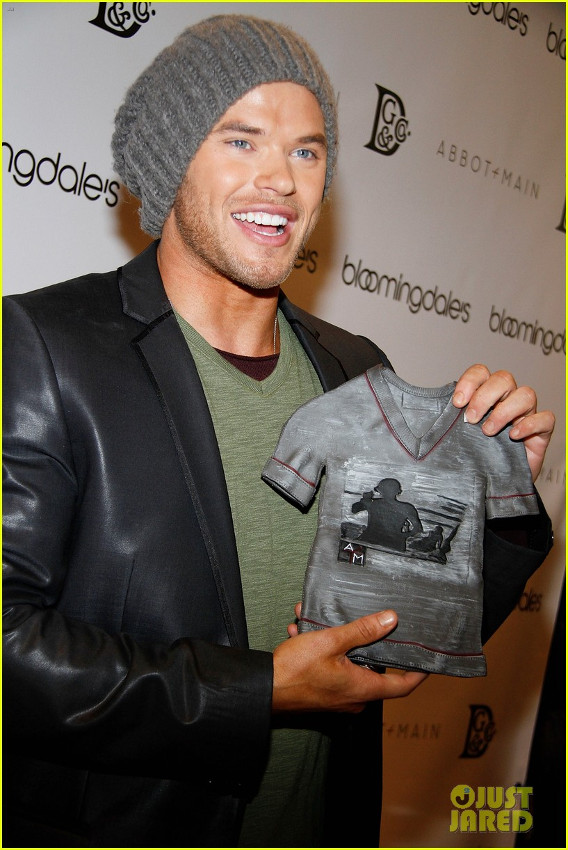 kellan lutz celebrates his birthday with fans 222640078