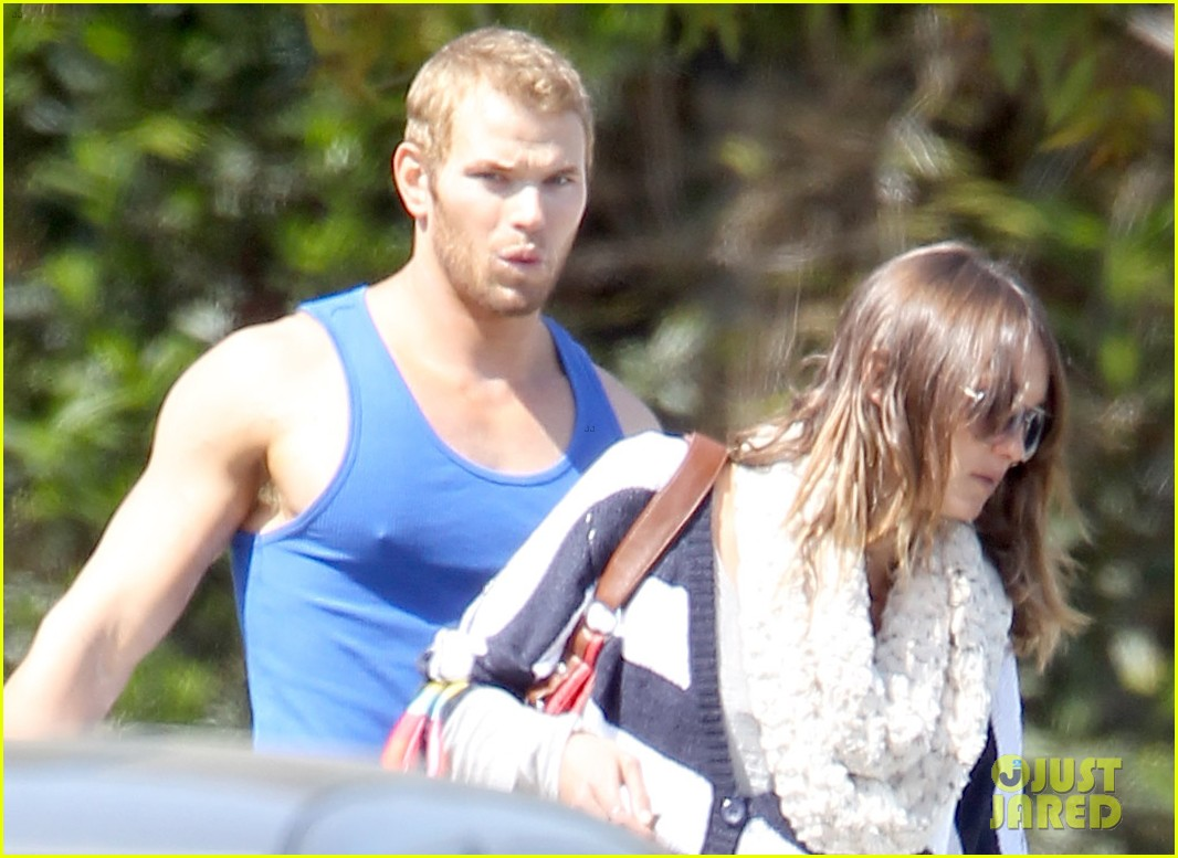 kellan lutz goodbye kiss with sharni vinson 01
