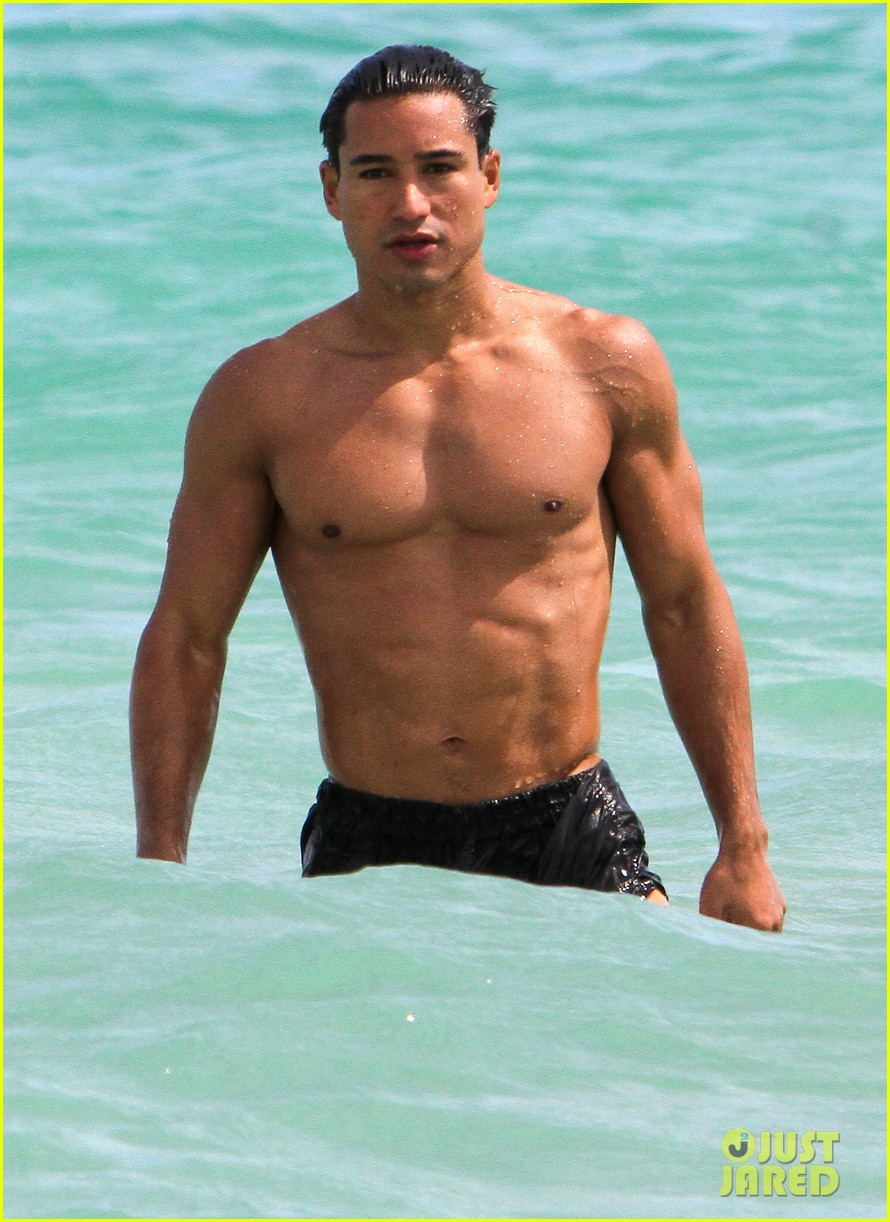 mario lopez shirtless miami beach jog 11