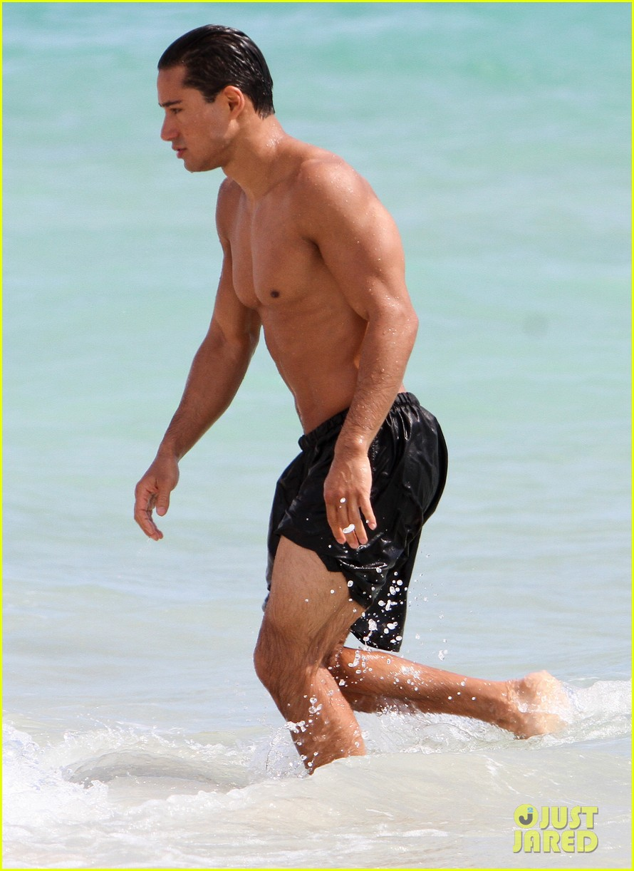 mario lopez shirtless miami beach jog 14
