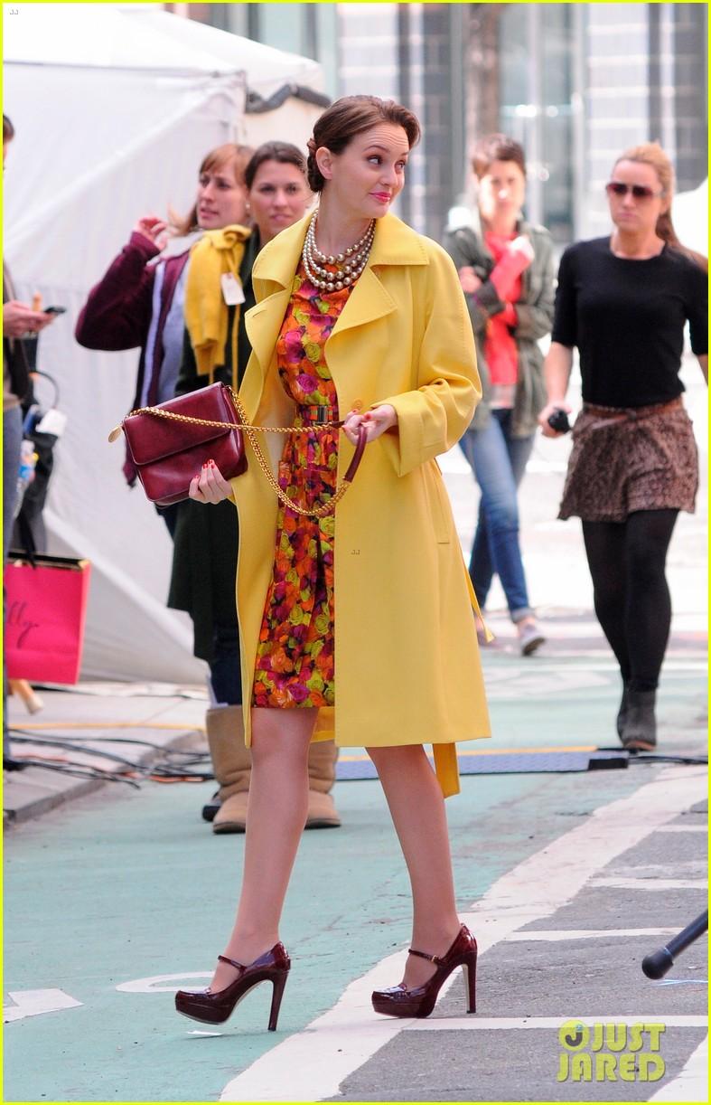 leighton meester yellow coat gossip girl set 092640694