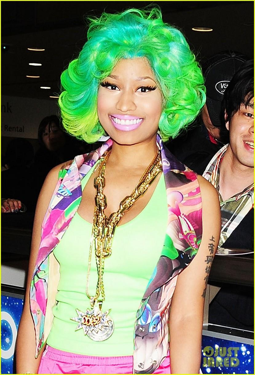 Nicki Minaj Right By My Side With Chris Brown Photo 2640630