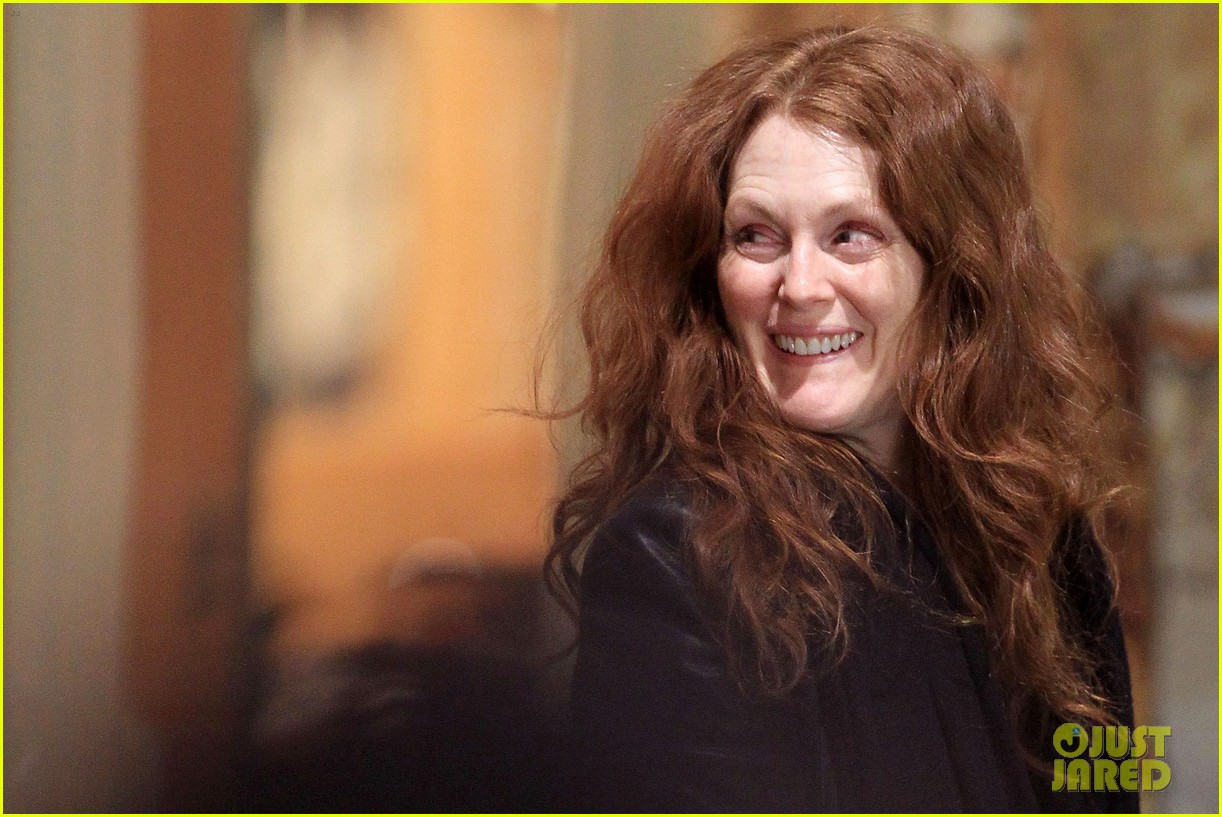 julianne moore heading home 02