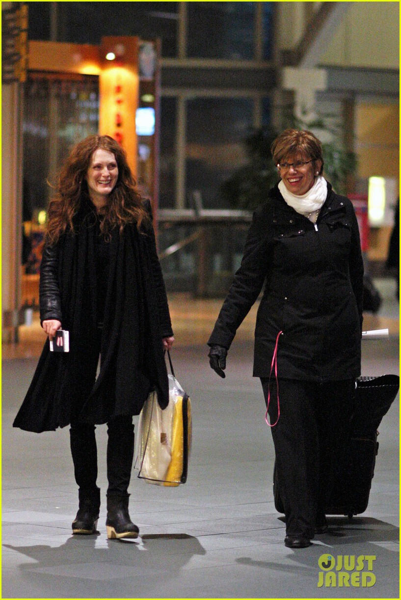 julianne moore heading home 032639696