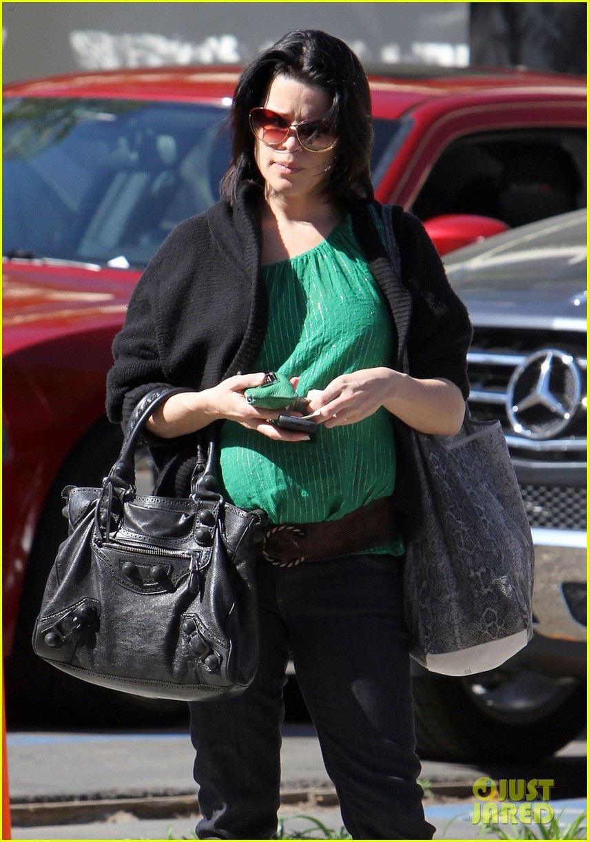 neve campbell pregnant 032639577