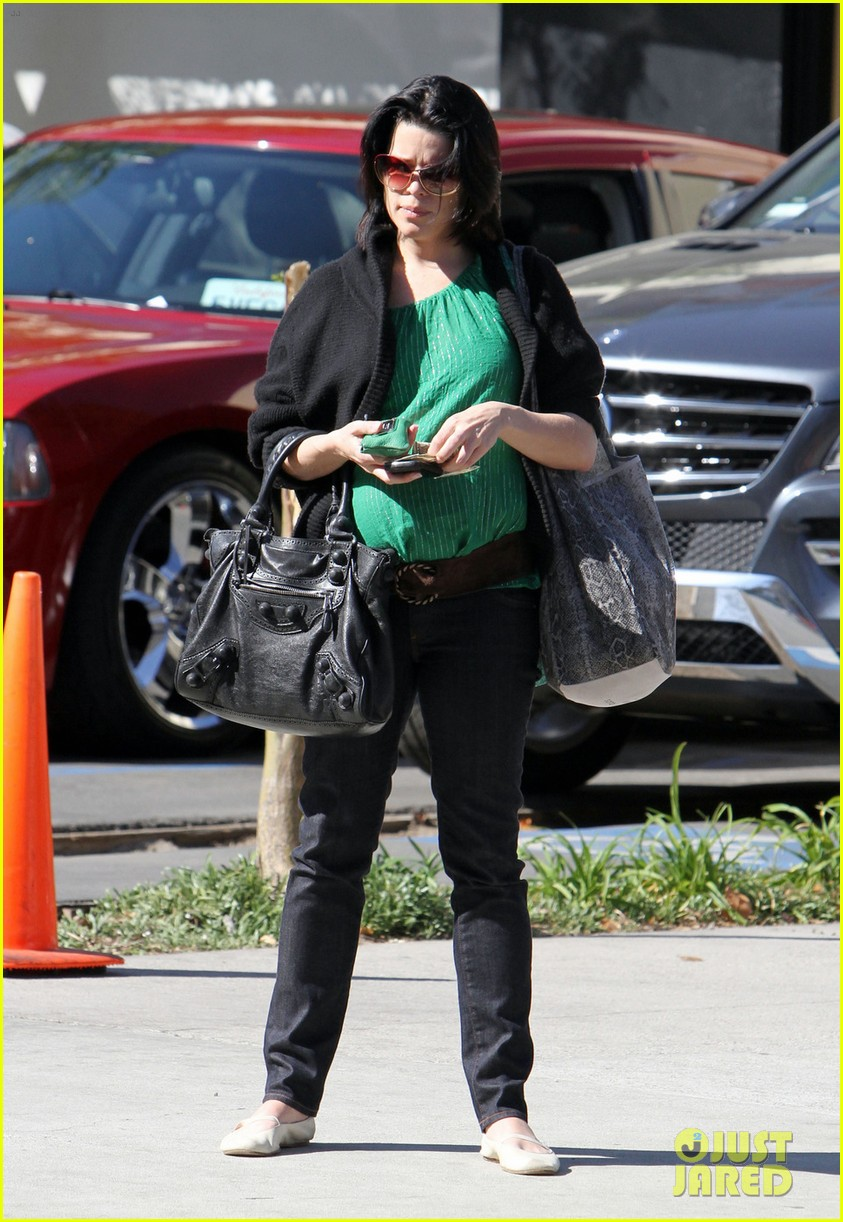 neve campbell pregnant 042639578