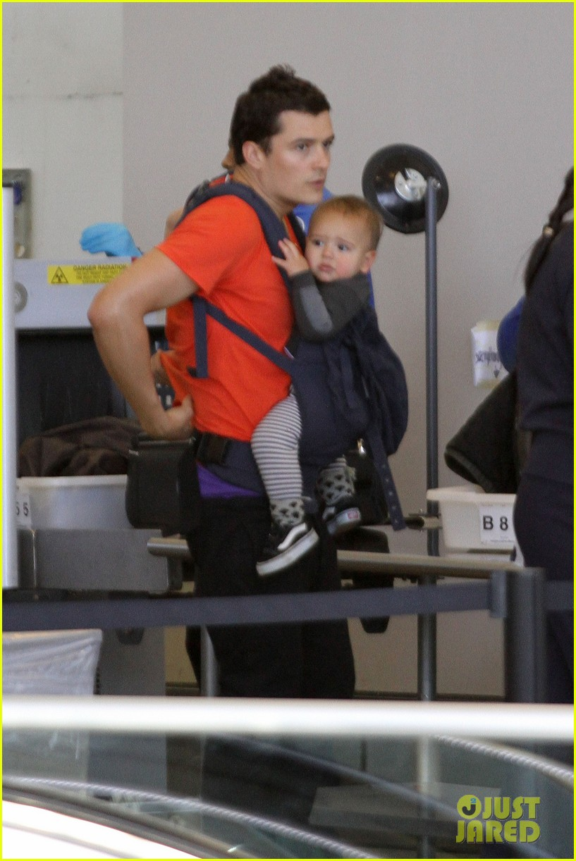 orlando bloom flight with flynn 08