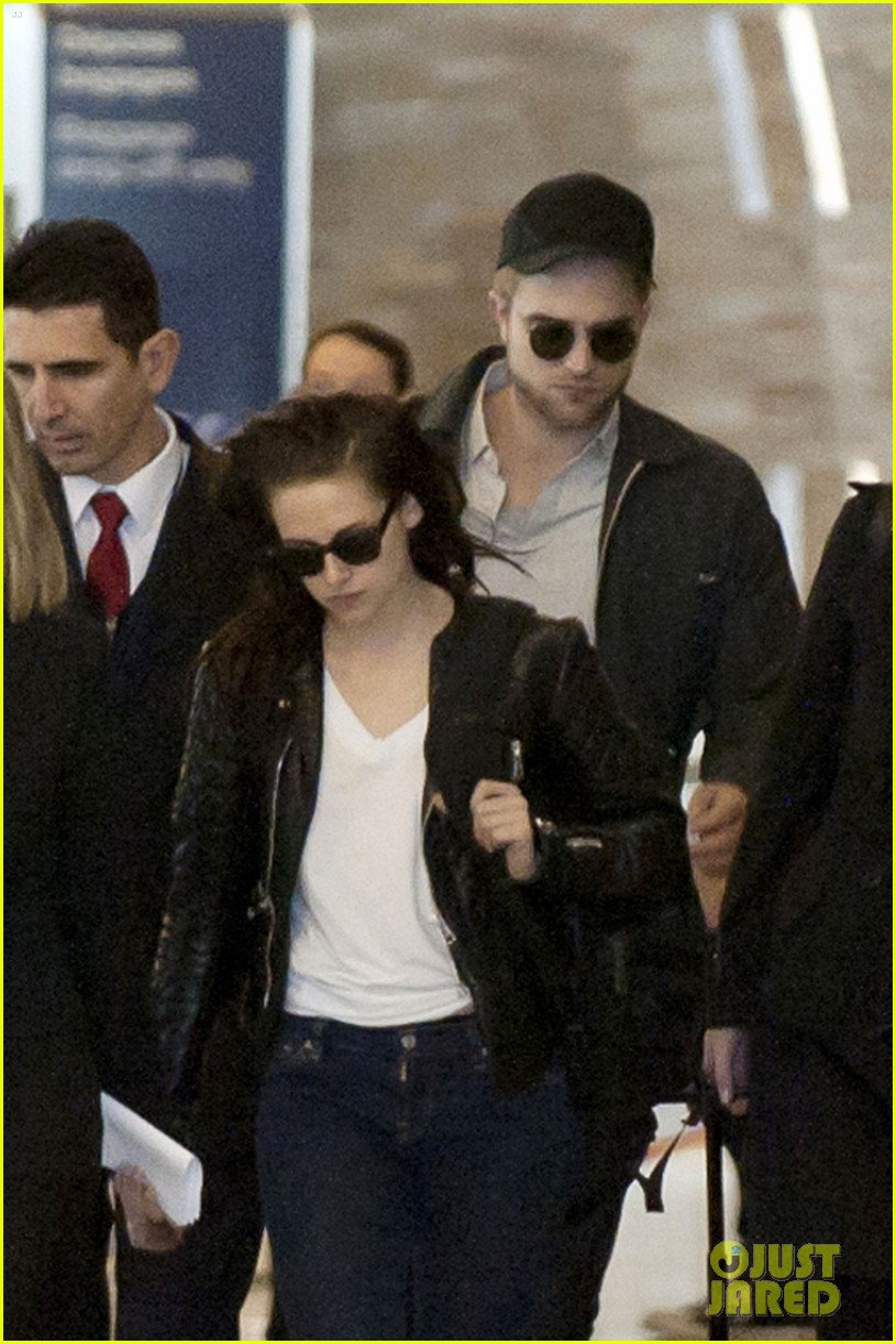 kristen stewart robert pattinson paris airport 042637121