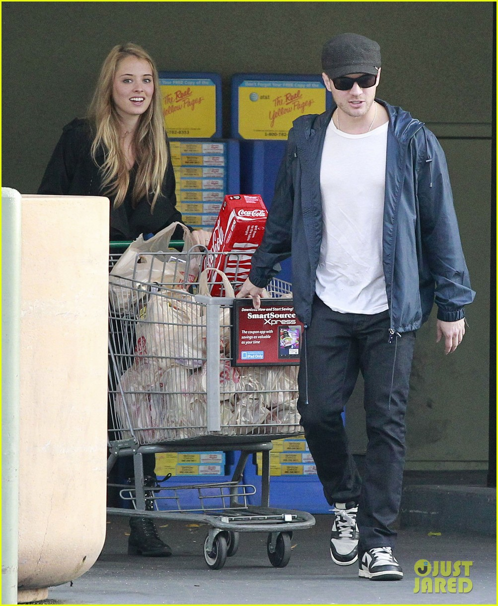 ryan phillippe grocery shopping with a mystery gal 062639985
