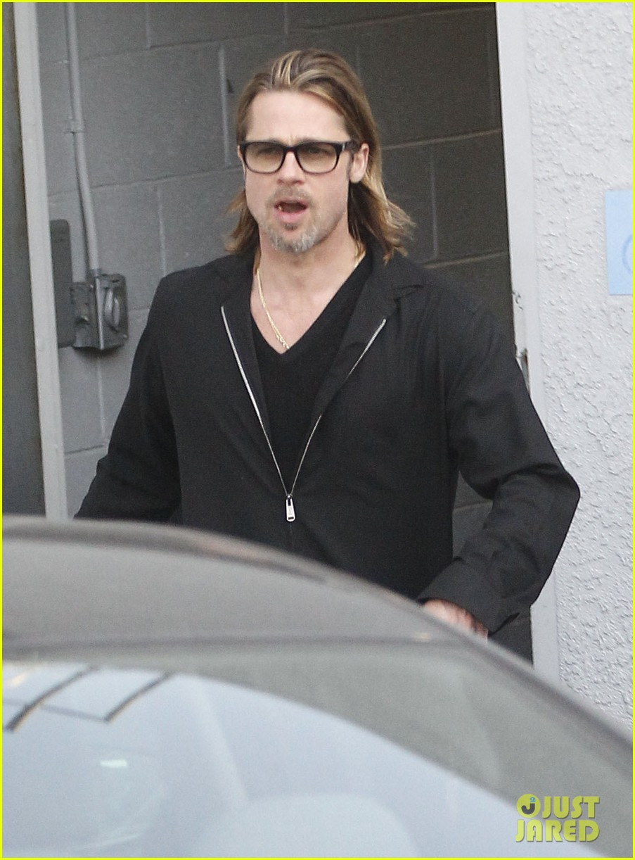 brad pitt maddox visit guitar center 01