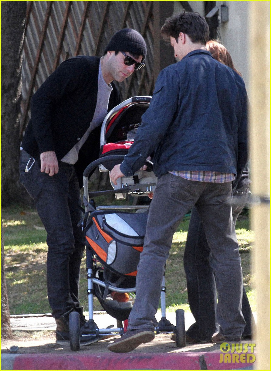 zachary quinto  babysitting in silver lake  photo 2636991
