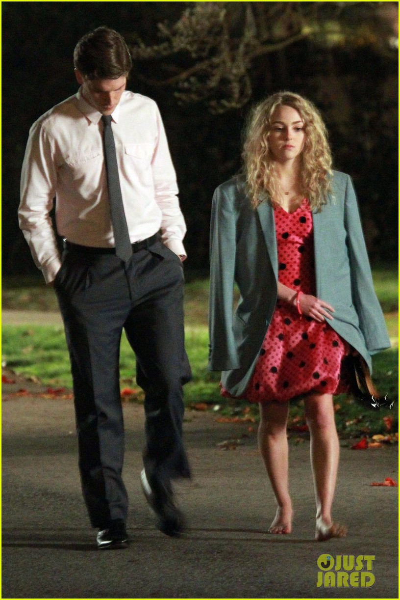 annasophia robb barefoot for the carrie diaries 022641628