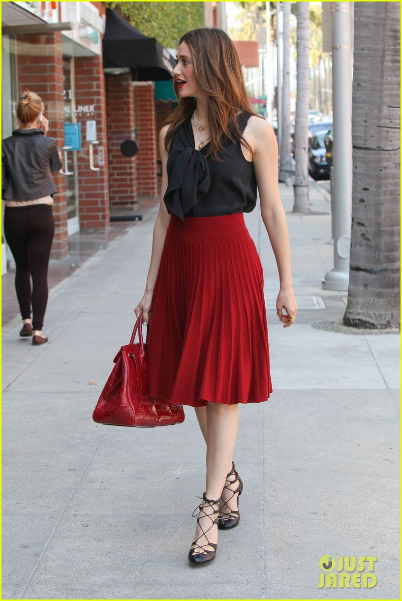 emmy rossum red skirt 05