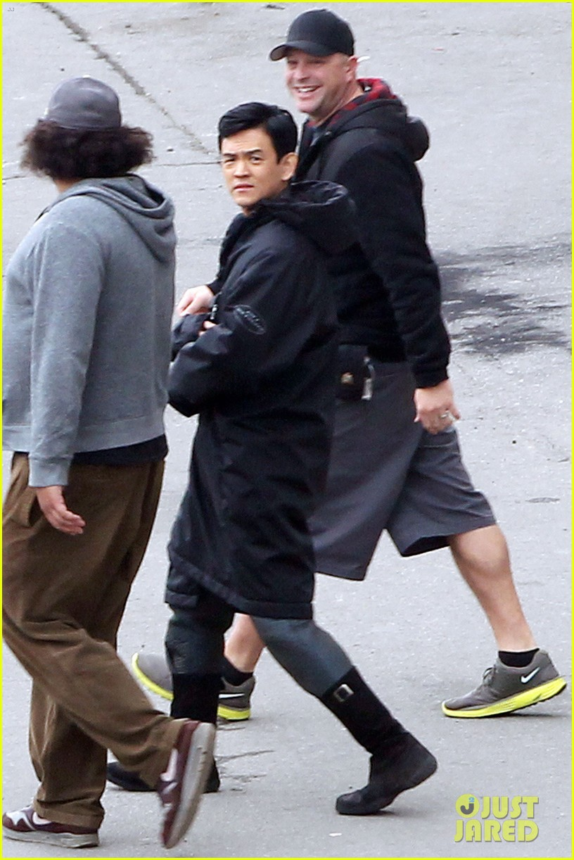 zoe saldana star trek set with john cho 022636737