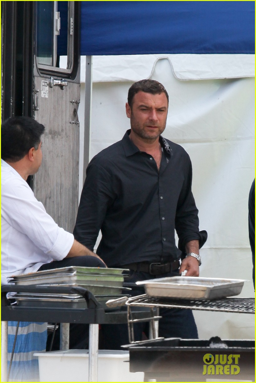 liev schreiber lunch break on set 042643613