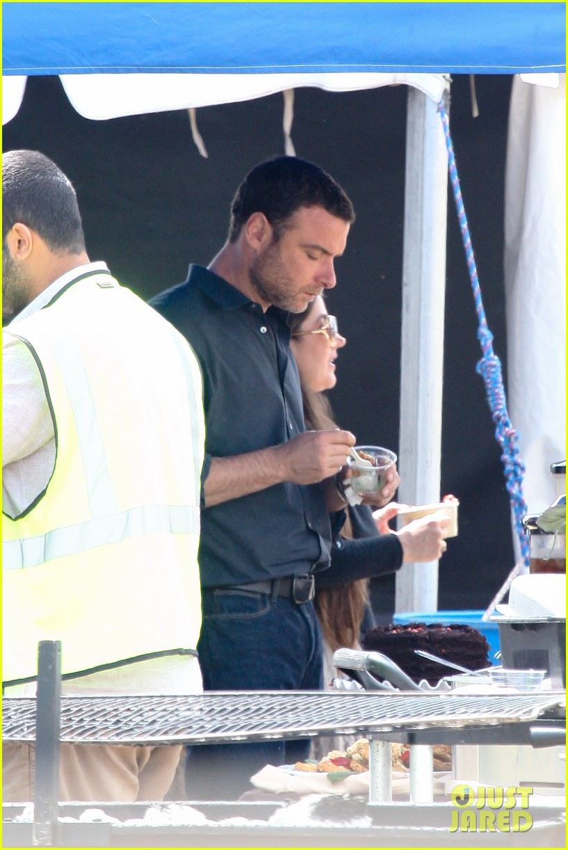 liev schreiber lunch break on set 112643620