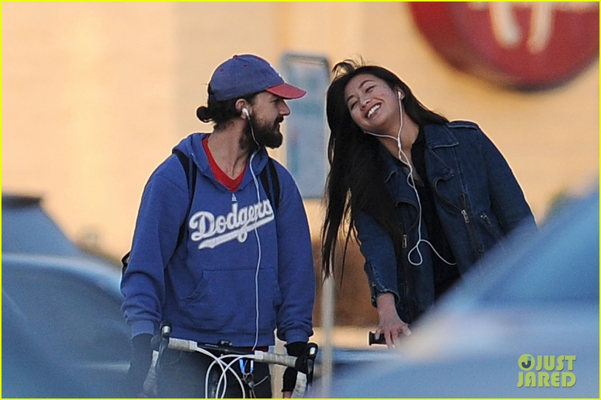 shia labeouf kisses karolyn pho 032640215