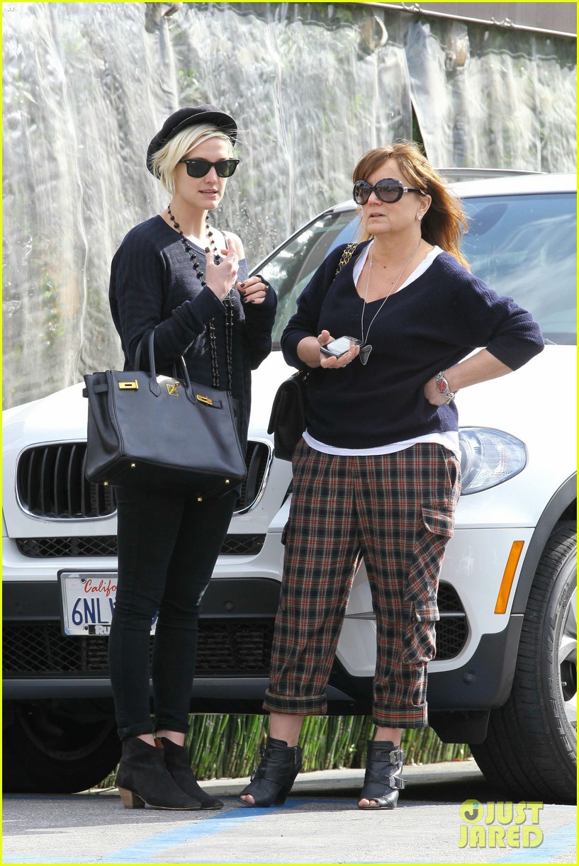 ashlee simpson lunch mom tina 072636938