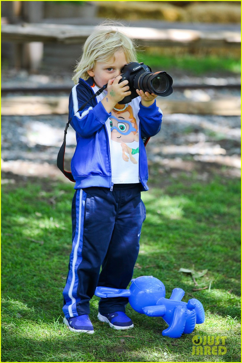 gwen stefani easter egg hunt 12