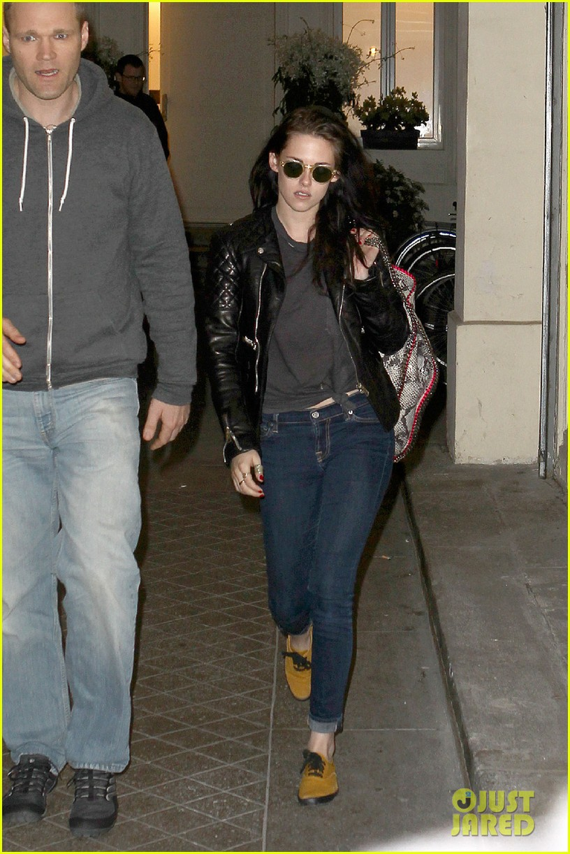 kristen stewart out about paris 04