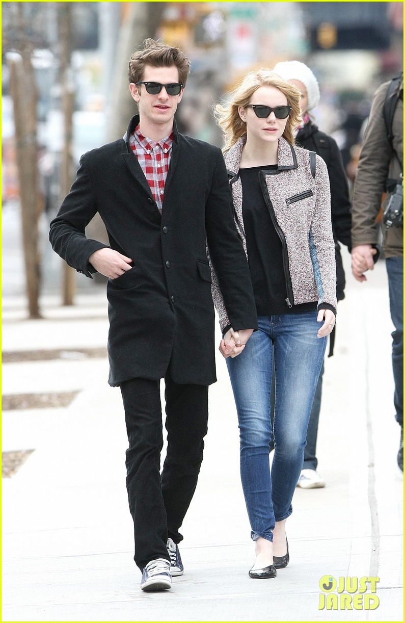 Full Sized Photo of emma stone andrew garfield holding hands nyc 02 ... Andrew Garfield