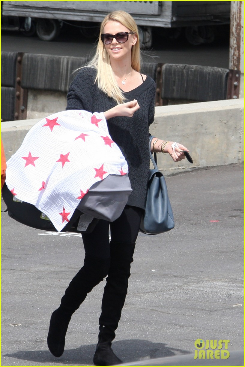 charlize theron baby jackson out 042642966
