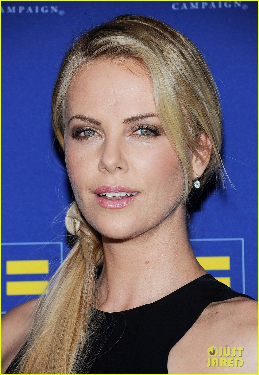 charlize theron hrc los angeles gala 04
