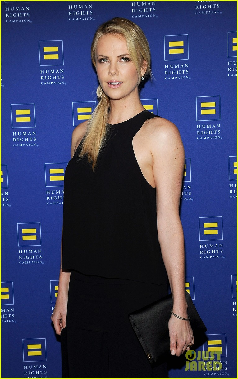 charlize theron hrc los angeles gala 092640029