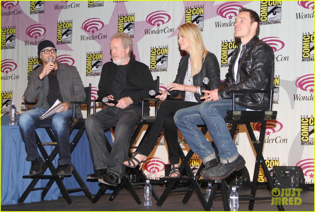 charlize theron michael fassbender prometheus panel wondercon 032639928
