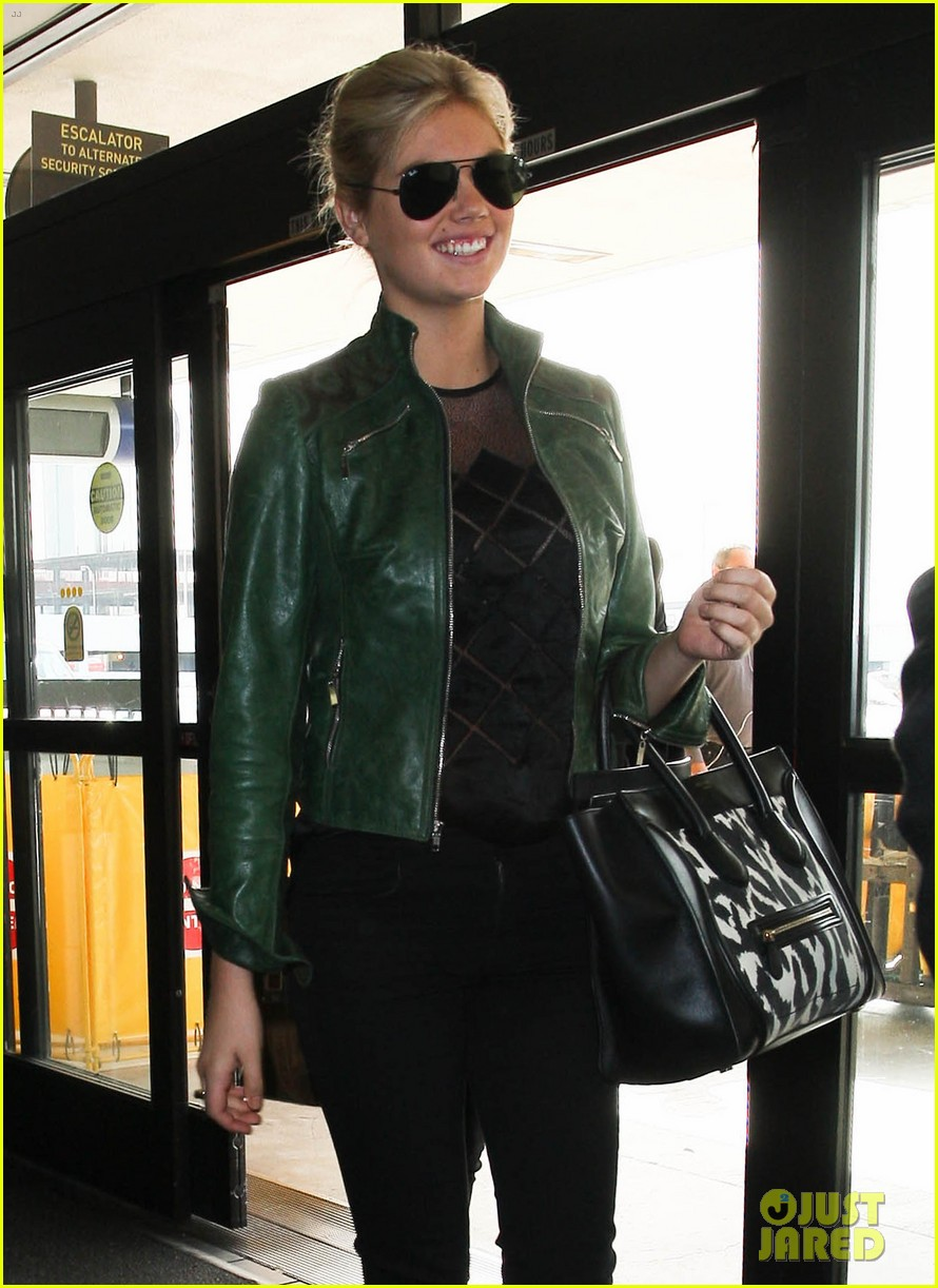 kate upton heading to mexico city 02