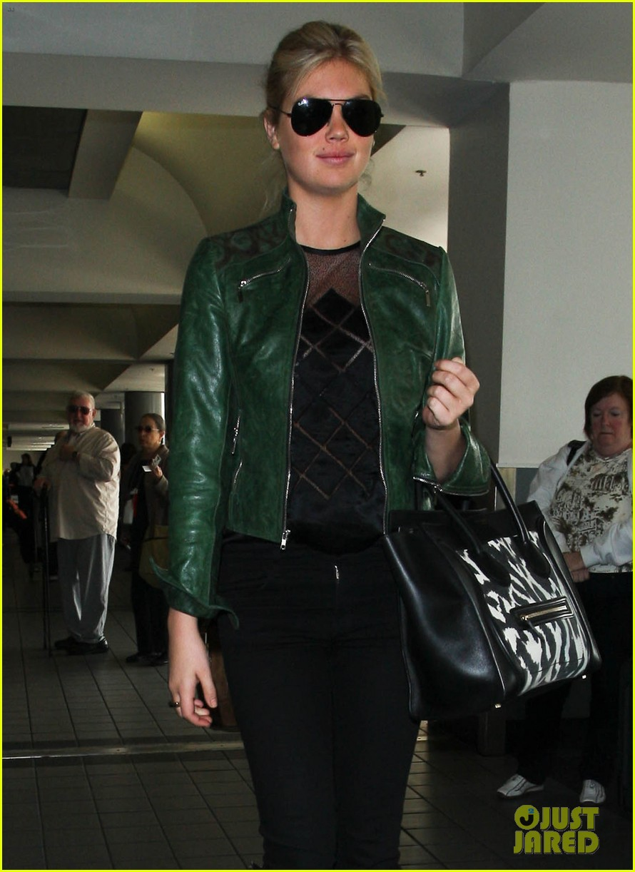 kate upton heading to mexico city 03