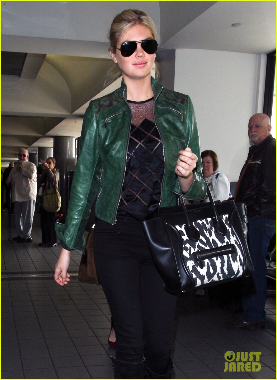 kate upton heading to mexico city 04